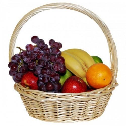 Корзина фруктов Виноград, мандарины, яблоки