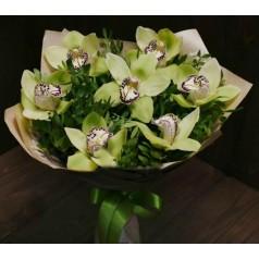 """Букет орхидеи цимбидиум """"Робкая нежность"""" 7 шт"""