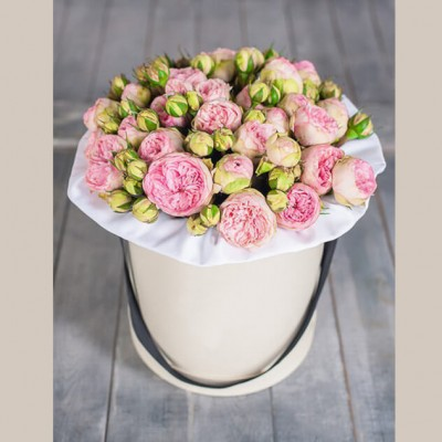 Букет 15 пионовидных кустовых роз