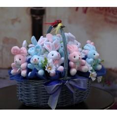 Корзина Зайцы (мягкие игрушки)