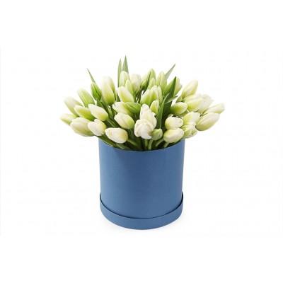 "Букет ""Шляпная Селагинелла"" Тюльпаны белые 35 шт"