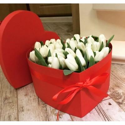 "Букет ""Шляпное Сердце"" Тюльпаны белые 31 шт"
