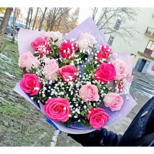 """Букет из 15 роз """"Закат"""" с гипсофилой"""