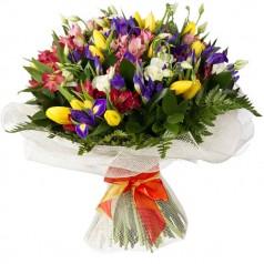 Обалденная букет тюльпаны, альстромерии, ирисы