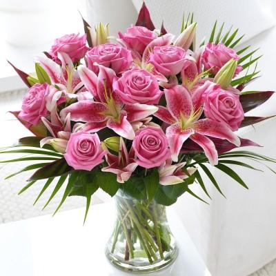 Рассвет букет роз и лилий