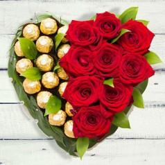 Букет роз, конфет Робкий поцелуй